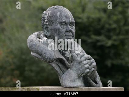 Sir Peter Scott bronze bust, Slimbridge WWT - Stock Photo