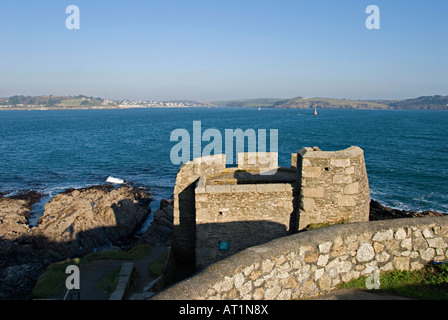 Falmouth, Cornwall, UK. Fortifications below Pendennis Castle, overlooking the entrance to Falmouth harbour (Carrick - Stock Photo