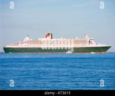 2004 Queen Mary 2 Ocean liner - Stock Photo