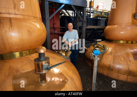 Tobermory Whisky Distillery, Isle of Mull. Scotland. Still man Ruairaidh Currie. Traditional copper pot stills in - Stock Photo