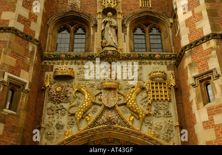 Coat of arms and statue above the entrance to St John's College Cambridge England - Stock Photo
