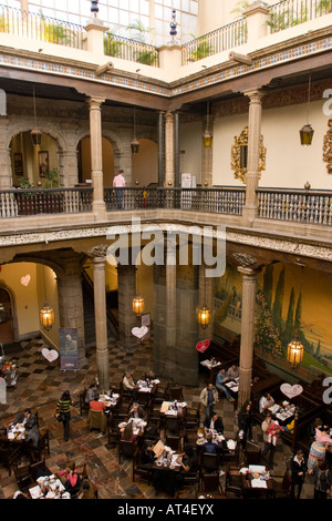 Interior balcony of casa de los azulejos house of tiles for Sanborns azulejos restaurante