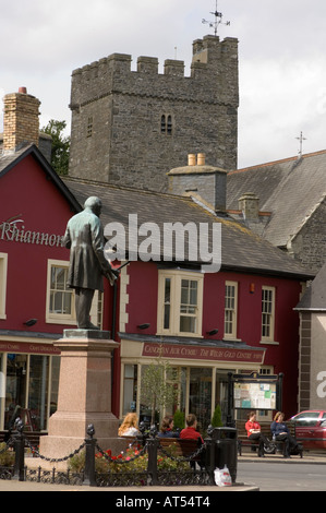 main square Tregaron Ceredigion , with Rhiannon Gold Centre in background, autumn afternoon - Stock Photo