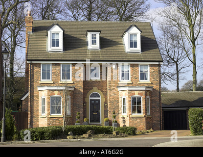 A modern detached executive house in a U.K. city. - Stock Photo