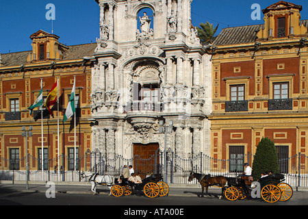 E Andalusien Sevilla Costa de la Luz Palacio San Telmo Horse and carriage ride for tourists - Stock Photo
