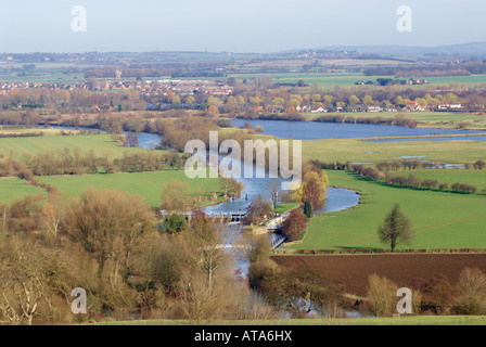 The River Thames near Dorchester-on Thames, with Day's Lock in the foreground and the village of Berinsfield in - Stock Photo