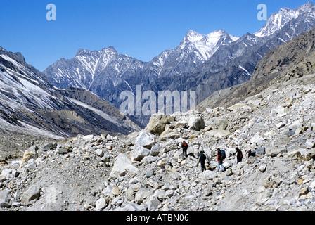 Trekkers on way from Gomukh to Gangotri Himalaya Uttranchal India - Stock Photo