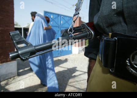 afghan economical refugees who found daily labour in Peshawar - Stock Photo