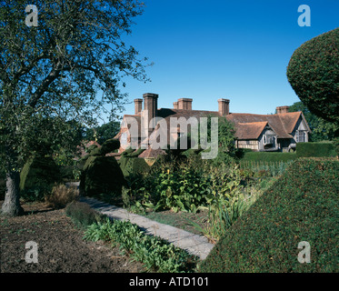 Great Dixter, East Sussex, England. Rebuilt 1910 to 1914. Garden by Christopher Lloyd. Architect: Edwin Lutyens - Stock Photo