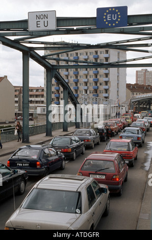 A car queue on a bridge at the German-Polish border in Frankfurt on the Oder - Stock Photo