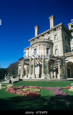The Breakers mansion built for Cornelius Vanderbilt II in 1895 the Newport Preservation Society currently pays 1 - Stock Photo