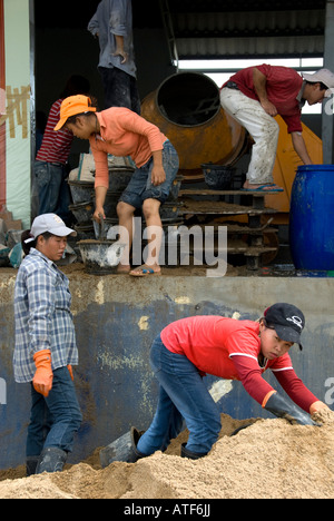 Women labourers on a building site in Asia - Stock Photo