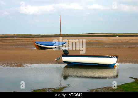 Boats aground at low tide, Wells Next the Sea, Norfolk. - Stock Photo