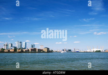 Isle of dogs and millennium dome - Stock Photo