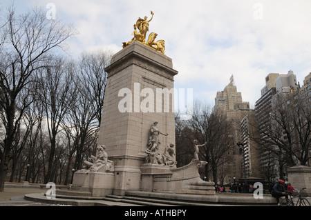 On the southwest corner of Manhattan's Central Park, a monument recalls the battleship USS Maine that sank in Havana - Stock Photo