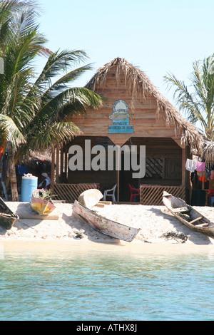 The Garifuna village of Chachahuate, in the Cayos Cochinos (Hog Islands), a pristine marine reserve in Honduras' - Stock Photo