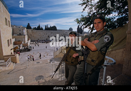 Israeli soldiers standing guard on stairs overlooking Wailing Wall, Jerusalem - Stock Photo