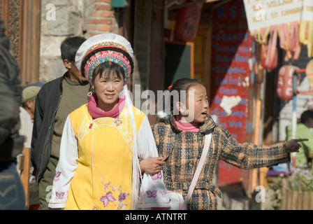 China, Chinese Bai Woman Shopping With Her Daughter, Dali Ancient City, Yunnan Province - Stock Photo