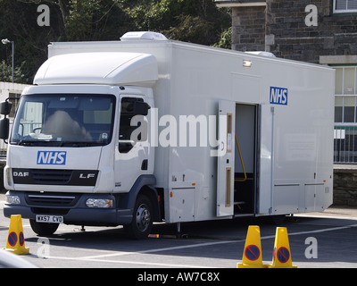NHS screening lorry parked in the carpark by the harbour at Padstow - Stock Photo