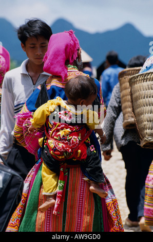 Hmong woman and child at Coc Ly market in Northern Vietnam - Stock Photo