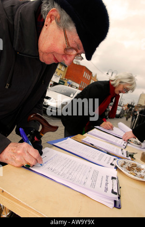 Members of the public signing a petition against possible closure of their local Post Office, High Street, New Malden, - Stock Photo