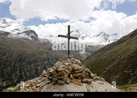Gran Paradiso National Park between Piemonte Piedmont and Aosta valley Italy Garian Alps cross at the old path to - Stock Photo