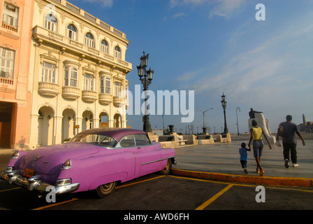 Pink vintage car parked in front of a colonial facade in Havana, Cuba, Americas - Stock Photo