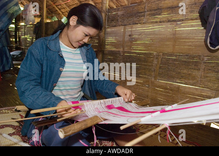 Young woman weaving, IDP-Camp Oh Win Hta, IDP-Area at the border to Thailand near Mae Sam Raep, Birma - Stock Photo