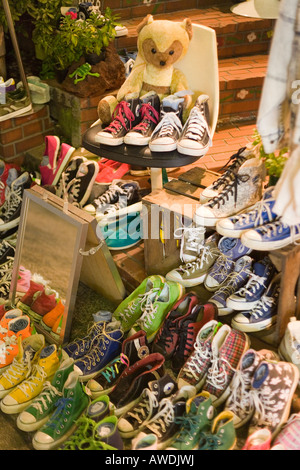 Facile da capire logo Anche  Converse All Stars shoes on display at funky clothes store in Tokyo Stock  Photo - Alamy