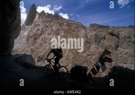 Mountain bike expedition along the Manali to Leh road, Ladakh, India. Rider in a mountain gorge at 14,000' - Stock Photo