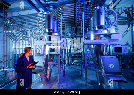 Trainee at bottling machine, Kraiburg, Upper Bavaria, Bavaria, Germany, Europe - Stock Photo