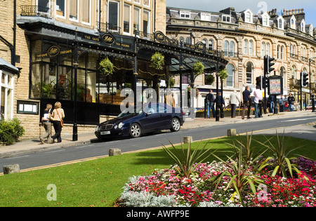 dh  HARROGATE NORTH YORKSHIRE Bettys coffee shop cafe Flora display flower garden and town centre - Stock Photo