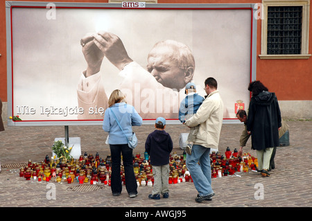 Warsaw, Poland  mourning after John Paul II's death. Billboard on Castle Square. - Stock Photo