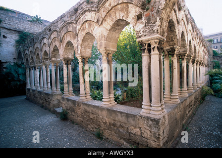 Italy, Sicily, Palermo, San Giovanni degli Eremiti, remains of small cloister - Stock Photo