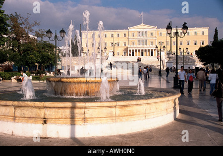 Greece, Athens, Plateia Syntagma, fountain in forefront of National Parliament Building - Stock Photo