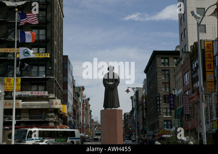 Statue of Lin Ze Xu chinese Ching Dynasty pioneer in the fight against drugs in Chatam Square in Chinatown downtown - Stock Photo