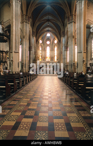 Croatia, Zagreb, Cathedral of St Stephen, finely crafted golden spire above pulpit in central nave - Stock Photo