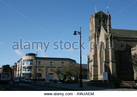 Auld Steeple church and Overgate shopping Centre in Dundee City Centre  March 2008 - Stock Photo