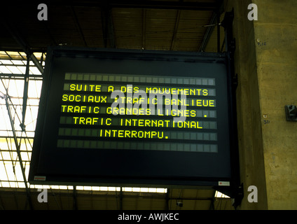 Information sign stating 'train traffic is interrupted because of strike' in French - Stock Photo