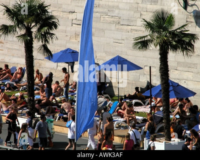 france paris view of paris plage and sunbathers - Stock Photo