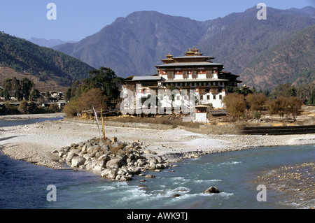 Bhutan Punakha Dzong from the confluence of the Mo and Pho chhu rivers - Stock Photo