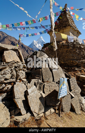 Stupa and mani stones at Mong with Ama Dablam (6856), Sagarmatha National Park, Khumbu, Nepal - Stock Photo