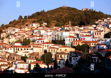 GREECE NORTHERN AEGEAN ISLANDS SAMOS THE MAIN PORT OF VATHI THE OLD TOWN - Stock Photo