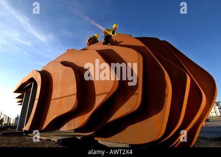 Welders construct new modernist metal cafe designed by Thomas Heatherwick on Littlehampton beach. - Stock Photo