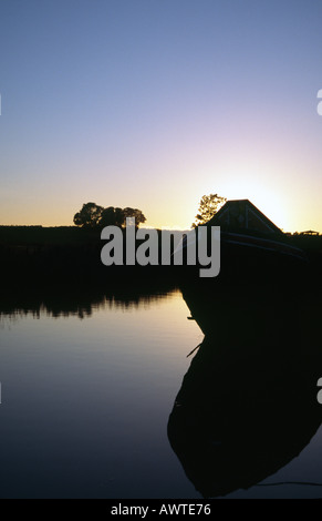 PICTURE CREDIT DOUG BLANE Traditional moored narrowboat on the canal side at sunset Grand Union Junction Canal - Stock Photo