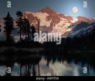 USA - WASHINGTON: Picture Lake and Mount Shuksan - Stock Photo