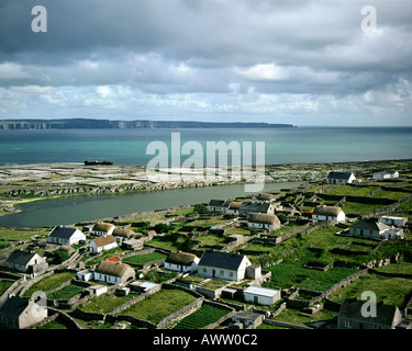 IE -  ARAN ISLANDS: Inisheer and Cliffs of Moher in distance - Stock Photo
