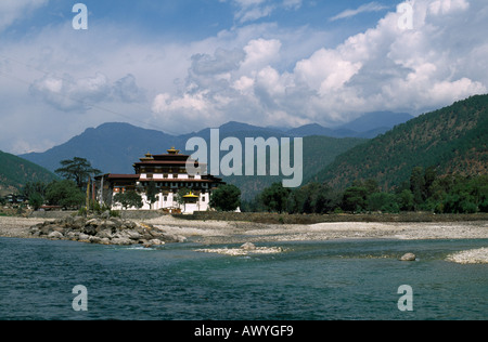 Pungthang Dechen Dzong, at the confluence of the Mo and Pho rivers, in the Punakha district of Bhutan - Stock Photo