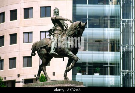 Leeds city centre, West Yorkshire, England. Statue of Edward Prince of Wales, the Black Prince, in City Square. - Stock Photo