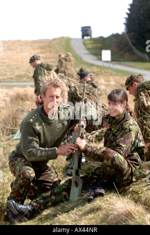 AN BRITISH ARMY CAPTAIN WITH A FEMALE RECRUIT AT A FIRING RANGE IN BRECON WALES DURING A SNIPER TRAINING COURSE - Stock Photo